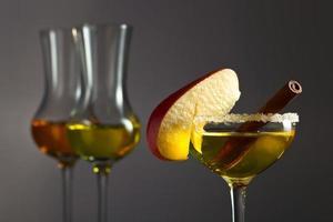 liquore alla mela con cannella