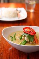 pollo al curry verde, cibo tailandese. foto