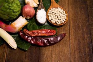 ingrediente di pasta di curry rossa tailandese foto