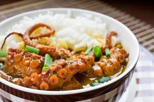 polpo al curry con riso ed erba cipollina