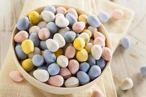 uova di caramella pasquali al cioccolato festivo foto