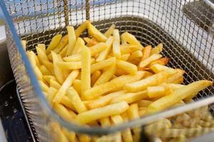 cucinare patatine fritte