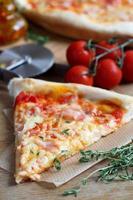 fetta di pizza foto