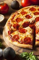pizza ai peperoni fatta in casa calda