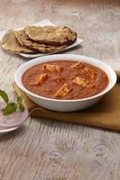 paneer tikka masala al curry con roti, cibo indiano, india foto