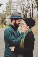 Ritratto di coppia giovane sensuale hipster foto