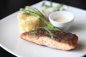 salmone al forno foto