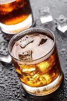 bicchiere con bevanda alcolica foto