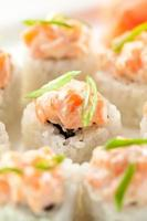 cucina giapponese - sushi roll foto