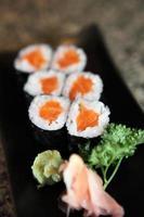 maki sushi di salmone foto