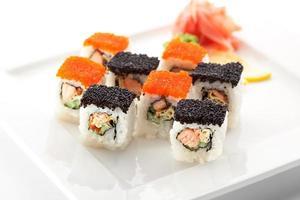 rotolo di salmone e tobiko