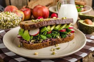 Ricetta sandwich estivo chipotle-avocado foto