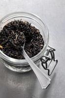 tè al gelsomino in un barattolo di kilner foto