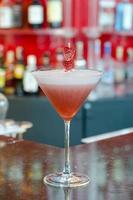 cocktail rosso della signora foto