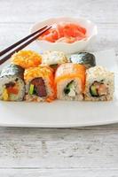 raccolta di pezzi di sushi foto