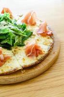 pizza al prosciutto di parma