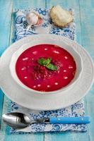 borscht rosso con panna acida foto