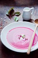 zuppa cremosa di barbabietola foto