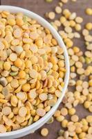 semi di soia in una ciotola foto