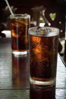 bicchiere di cola di ghiaccio foto