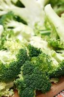 tagliare i broccoli foto