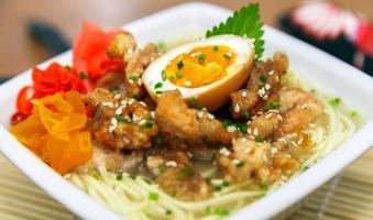 ramen di pollo tradizionale giapponese foto