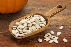 cucchiaio di semi di zucca
