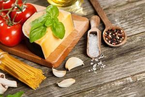 ingredienti per spaghetti foto