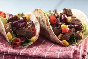 taco con carne di manzo e verdure foto