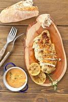 petto di pollo marinato foto