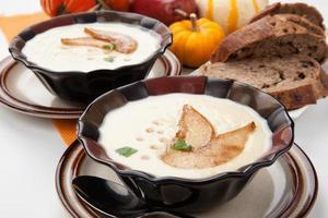 zuppa di pastinaca e pera arrostita