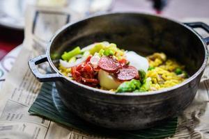 paella di pollo con verdure foto