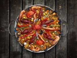 paella di pesce tradizionale spagnola foto