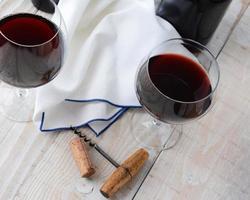 due bicchieri di vino ancora in vita foto