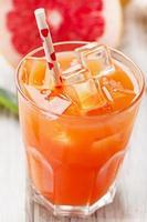 bicchiere di succo di pompelmo fresco foto