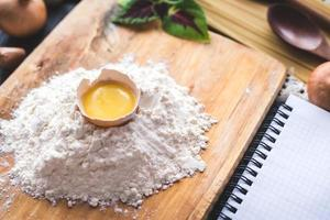 foto in bianco di pasta fatta in casa di spaghetti ricetta italiana