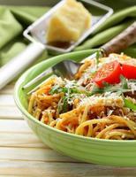 pasta tradizionale con salsa di pomodoro spaghetti alla bolognese con parmigiano