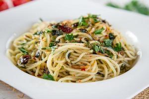 pasta italiana aglio olio foto