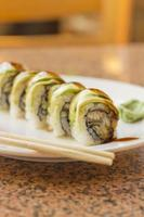 sushi di anguilla avacado foto