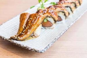 rotolo di sushi di anguilla