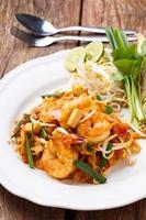 pad thai goong sod foto