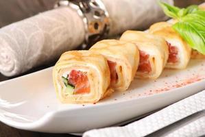 rotolo di pancake con salmone foto