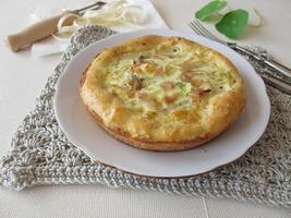 quiche di asparagi con prosciutto cotto ed erbe aromatiche foto