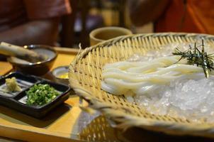 udon noodles foto