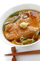 kitsune udon noodles, cucina giapponese foto