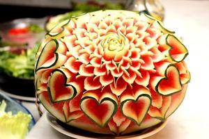 primo piano l'arte di anguria intaglio di frutta