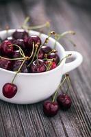 delizioso dessert di fragole e ciliegie