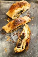 torta di spinaci e pancetta foto