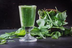 preparazione frullato verde