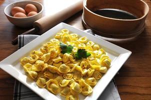 ravioli italiani con ricotta e verdure foto